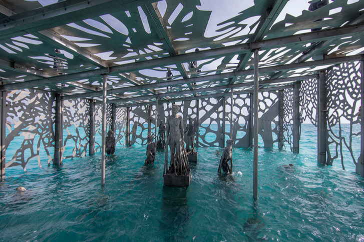 jason-decaires-taylor-coralarium-fairmont-maldives-sirru-fen-fus