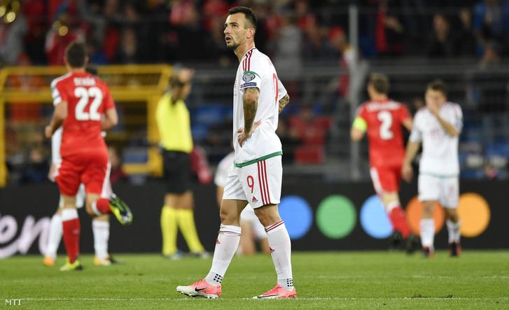 Ugrai Roland a második svájci gól után a Svájc - Magyarország labdarúgó világbajnoki selejtezõmérkõzésen a bázeli St. Jakob Park Stadionban 2017. október 7-én.