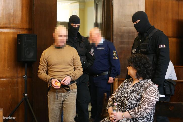 Jozef Roháč a két évtizeddel ezelőtti Aranykéz utcai robbantás, valamint a Fenyő- és a Cinóber-gyilkosság összevont büntetőperének tárgyalásán a Fővárosi Törvényszék tárgyalótermében 2016. március 31-én.