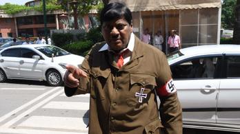 Hitlernek öltözött egy indiai parlamenti honatya