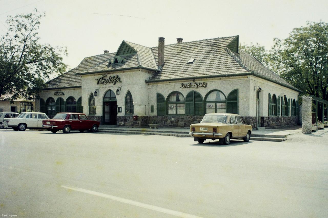 Balatonszárszó, a 7-es főút melletti Véndiófa étterem
