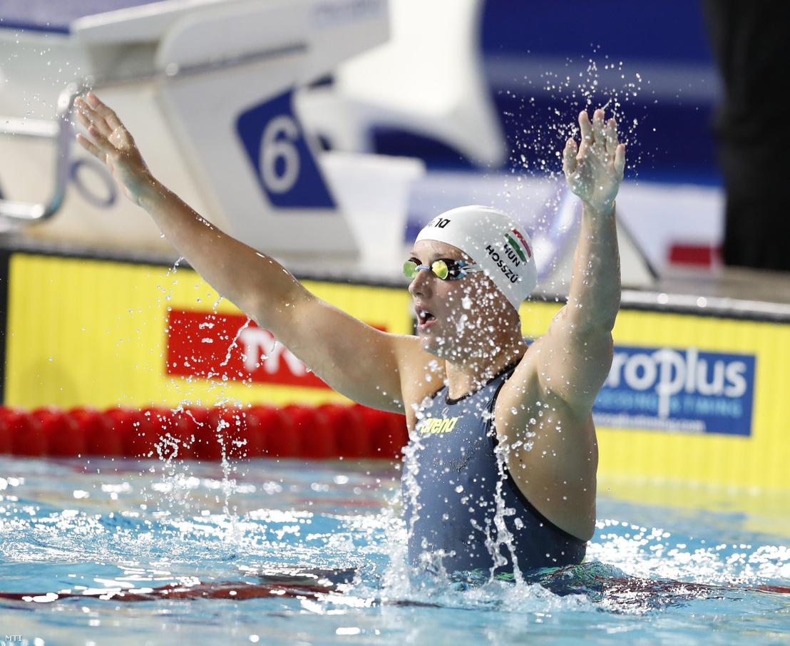 Az aranyérmes Hosszú Katinka a glasgow-i úszó Európa-bajnokság női 200 méteres vegyesúszásának döntője után 2018. augusztus 8-án.