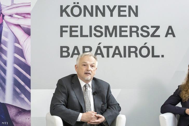Hernádi Zsolt a MOL elnök-vezérigazgatója 2017. július 3-án egy budapesti sajtóbeszélgetésen.