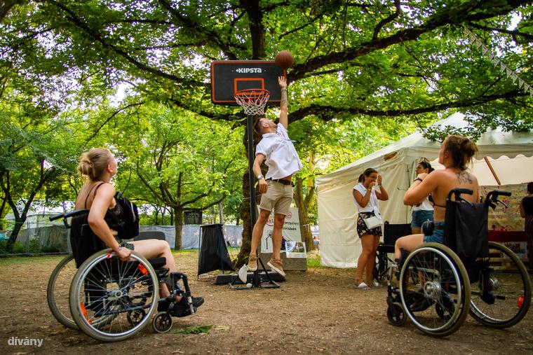 """A kerekesszékes kosárlabda is egy népszerű """"mozgássérült"""" sport"""