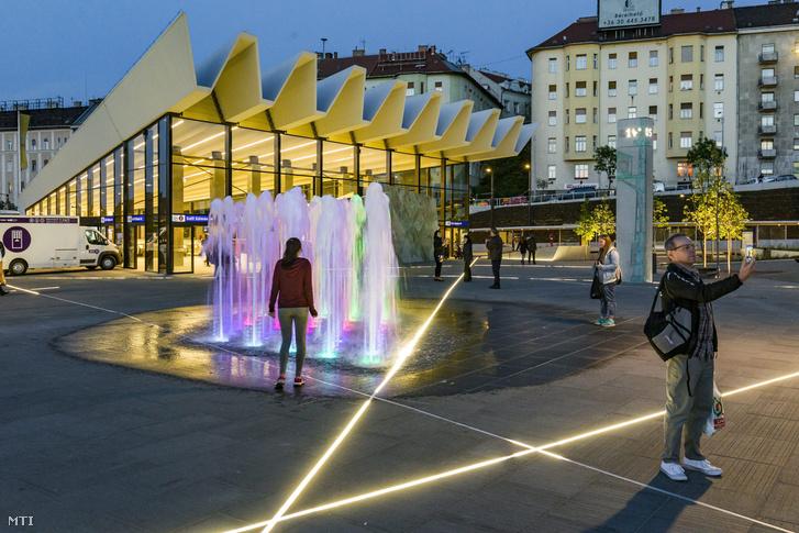 A felújított Széll Kálmán tér 2016. május 16-án este