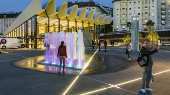 Két éve nem működnek a fénysávok a Széll Kálmán téren