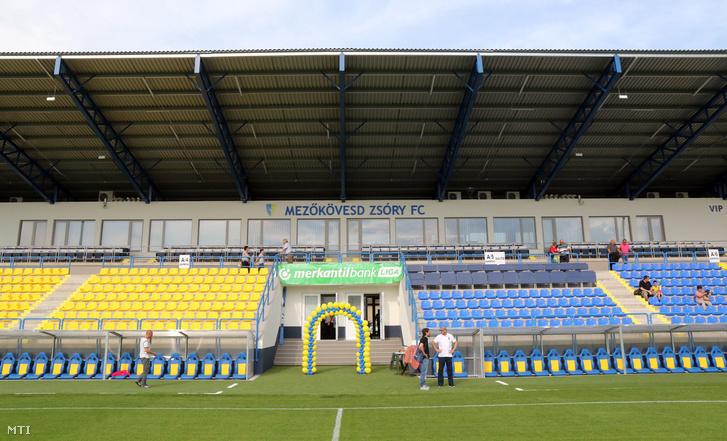 Fedett lelátó a Mezõkövesd Zsóry FC felújított stadionjában az avatóünnepség napján