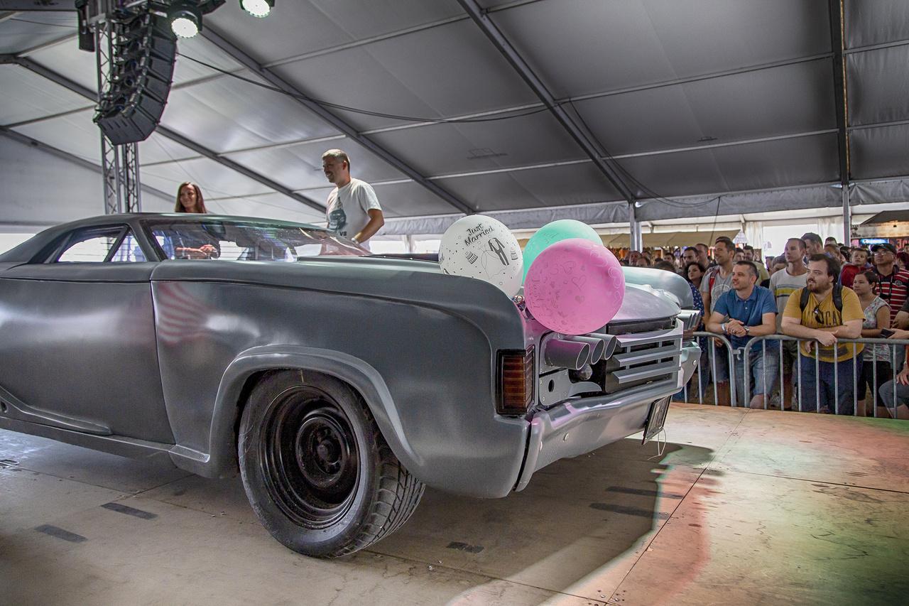 Bár kevesen emlékeznek rá, ennél világszerte ismertebb autó nem nagyon volt a találkozón. A '73-as El Camino-ból átalakított, Mad Max stílusú gépet a Levi's egyik reklámfilmjében láthattuk. Azóta a pénteken házasodott ifjú pár tulajdonába került, volt már törve is, amiből újra lett építve néhány eleme, bár a másik fél sokkal jobban megsínylette a találkozást
