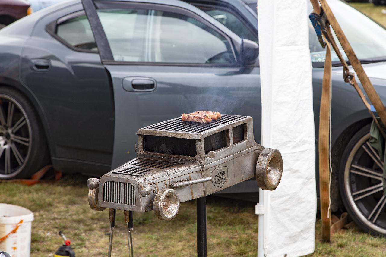 Ezért az ultrabrutálisan faszagányos grillsütőértés a mögötte letámasztott Dodge Chargerért is komoly áldozatokat tudnék hozni, ha a helyzet úgy kívánja
