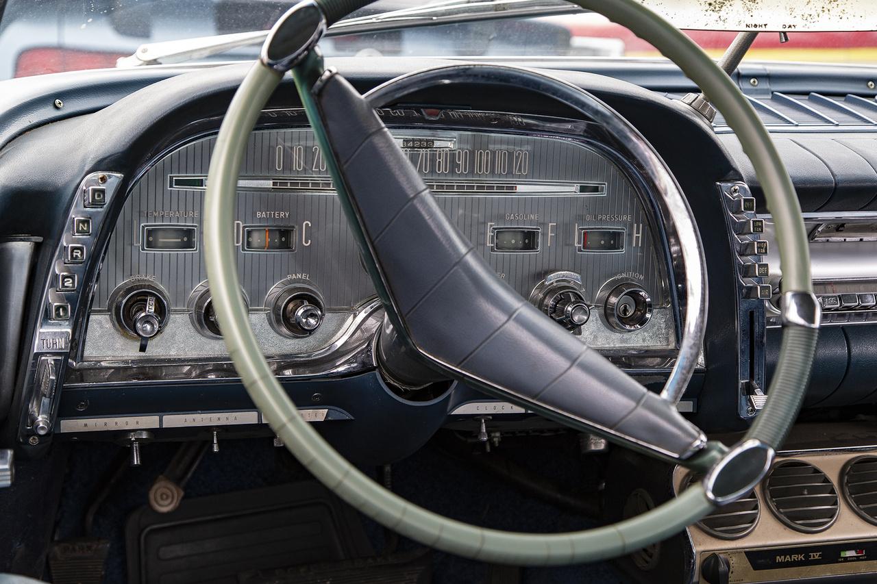 Számomra talán a találkozó legütősebb műszerfala ebben az 1959-es évjáratú, amúgy kívülről is lenyűgöző formájú Chrysler Imperialban volt található, az Auto Pilot és a kapcsolókkal működő váltófokozat választó kapcsolók kicsit kivették a szívemet