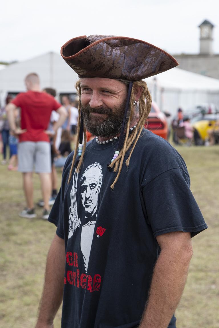 Identitászavaros Jack Sparrow, Keresztapa pólóban, de ki akad fenn ilyen apróságokon, amikor bbbulivaaaan?!