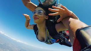 Sáfrány Emese Aleska 30. születésnapja alkalmából kiugrott 4000 méterről