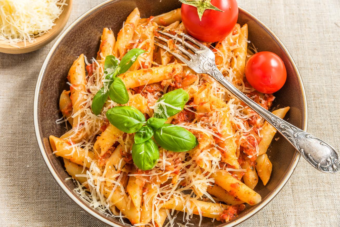 Fűszeres, paradicsomos penne, azaz a klasszikus arrabiata tészta receptje