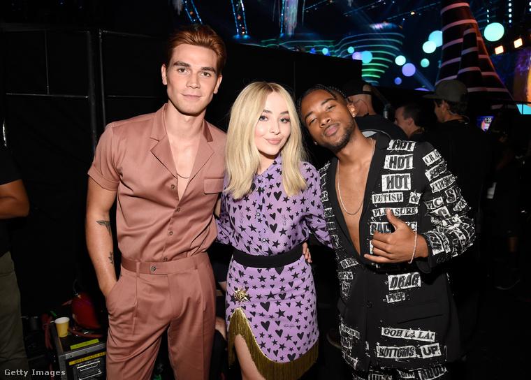 Augusztus 12-én, vasárnap megrendézsre került, megrendőződött (vala) a Teen Choice Awards