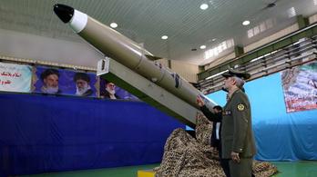 Iránnak új ballisztikus rakétája van