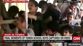 Videó készült a kirándulásra induló gyerekekről, mielőtt légicsapás érte volna a buszukat