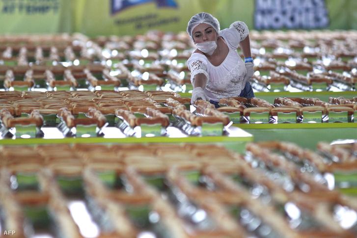 Az augusztus 12-én Guadalajarában elkészült 1417 méteres hot-dog
