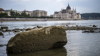 Az extrém alacsony vízállás miatt gondban vannak a dunai hajósok