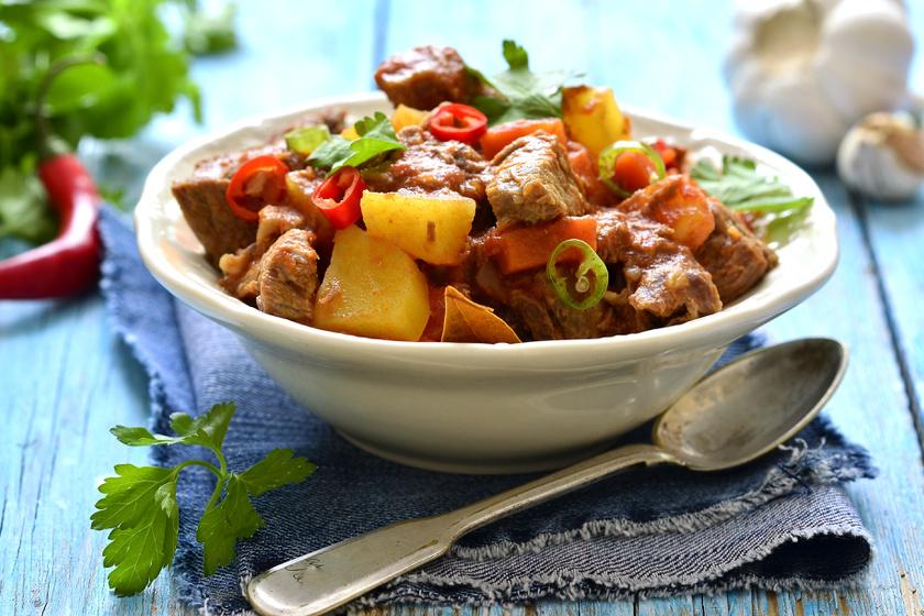 Fűszeres, zöldséges sertésragu: az anyukád sem főz jobbat