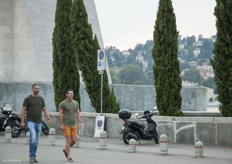 Ezen a képen pedig már Luke Evansot és a pasiját láthatja, amint vacsorázni mennek.
