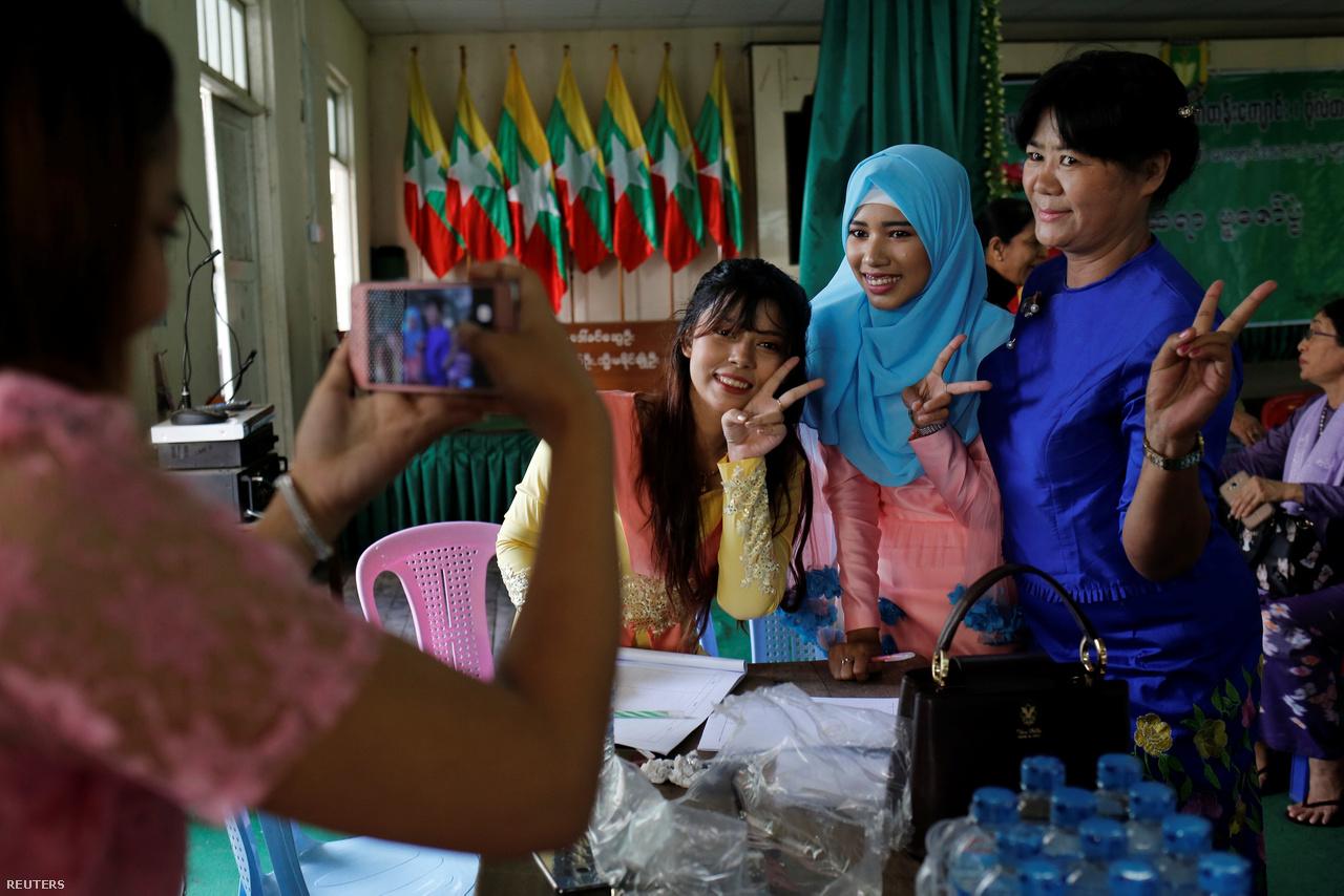 Rendkívül kevés muszlim vallású szépség-blogger él a buddhista-többségű Mianmarban, a 19 éves Vin Le Fju Szin (Win Lae Phyu Sin) viszont nem rejtőzködik: büszkén viseli a muszlim női fejkendőt, a hidzsábot, és abban forgatja sminkvideóit.