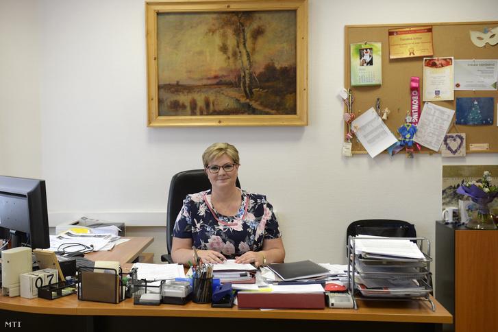Németh Angéla XV. kerületi alpolgármester ellenzéki polgármesterjelölt az irodájában 2018. június 7-én.