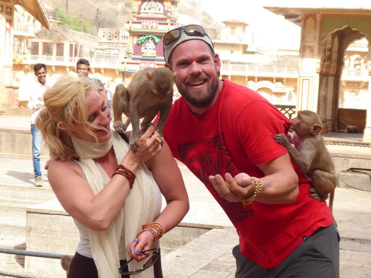 Indiában is jártak, és amint látható a képen, nagyon szeretik a természetet.
