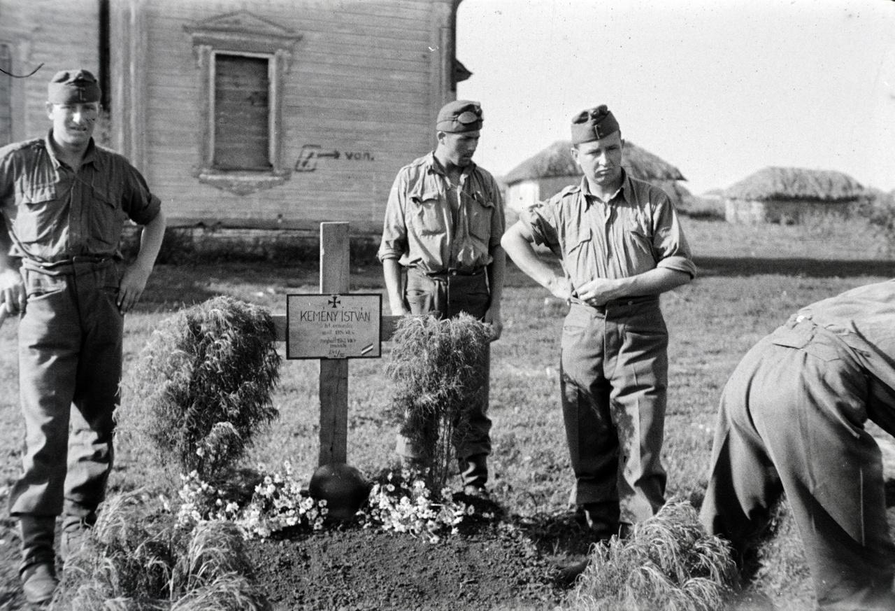 1942. Ternovje. Élők és halottak.