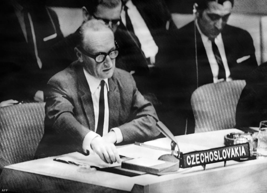 Alexander Dubcek kormányának külügyminisztere, Jiri Hajek tiltakozik az ENSZ Biztonsági Tanácsában a csehszlovákiai megszállás ellen, 1968 augusztus 24-én.