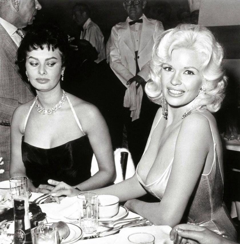 Sophia Loren és Jayne Mansfield 1957-es, ikonikussá vált fotója.