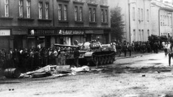 Emberarcú szocializmust ígértek, szovjet tankokat kaptak