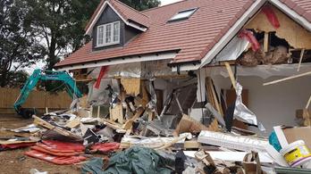 A markolós vendégmunkás nevetve rombolta le a házakat, mert nem fizették ki Angliában