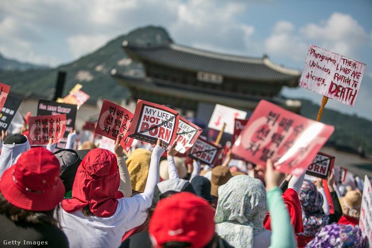 Tüntetés Szöulban a rejtett kamerák ellen 2018 augusztus 4-én