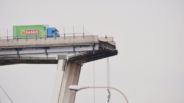 Már évekkel ezelőtt fel kellett volna robbantani ezt a hidat