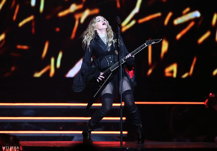 Madonna európai turnéja első állomásán, Kölnben 2015. november 4-én.