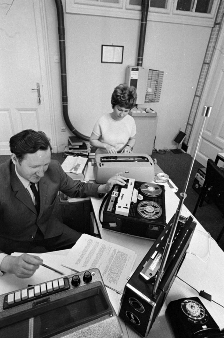Szalay izgalmas időszakban kapcsolódott be a rádió életébe: 1958-ban fél év alatt 42 bemutató hangzott el a rádiószínház műsorában (ebből 11 eredeti hangjáték volt), a budapesti úszó és vízilabda Eb eseményeit nyolc külföldi ország közvetítette, először jelentek meg az ifjúsági műsorokban a játékvezető által vezetett vetélkedők, a magyar zene hónapja során pedig a közvetítéseket négy európai ország és egy amerikai adó is át akarta venni.