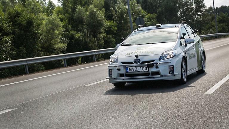 Az önvezető autó találkozása az agresszív BMW-ssel