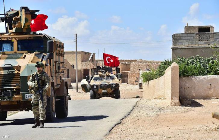 Török erők Manbídzsban 2018 júniusában