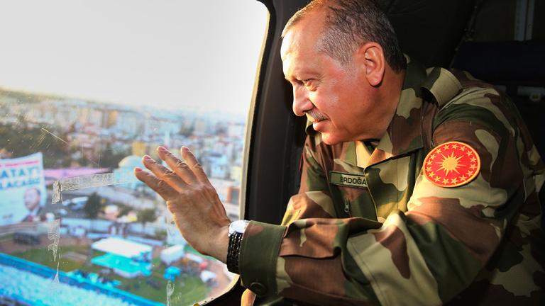 Kis háborúkkal lavírozhat Erdoğan