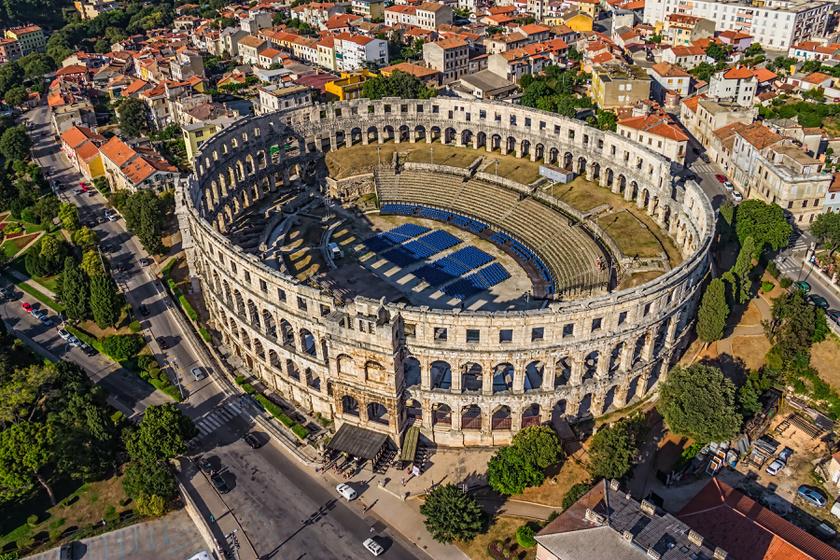 Tündérszép horvát tengerpart római emlékekkel: Pula városa minden turista szívét ellopja