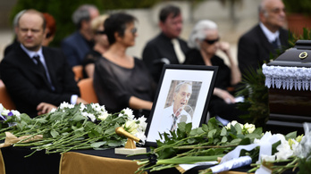 Elbúcsúztatták Szepesi Györgyöt a Farkasréti temetőben