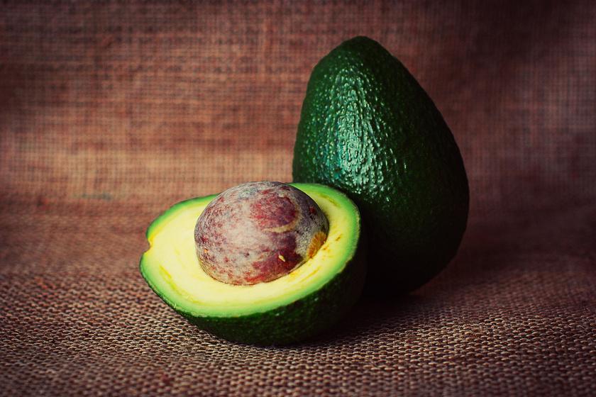 Egy egész avokádóban majdnem 1000 mg kálium van, így jó állandó kiegészítője lehet az étrendednek. Ezenkívül számos egyéb jótékony hatással is bír, például csökkenti a vérnyomást is.