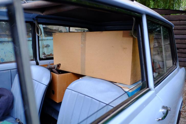 Ebben a dobozban elsőfutómű-alkatrészek vannak