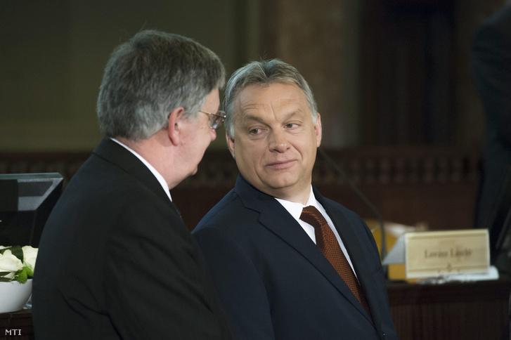 Orbán Viktor és Lovász László a Magyar Tudományos Akadémia 187. rendes közgyűlésén az MTA dísztermében 2016-ban.