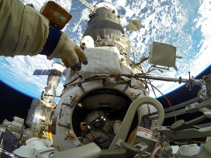 A szerdai űrséta egy pillanata