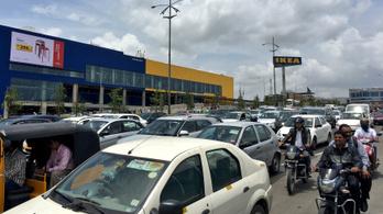 India első IKEA-jában órákat kell várni a bejutásra a tömeg miatt