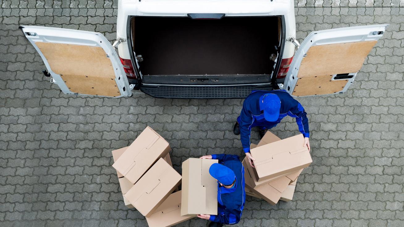 Mi történik a csomagoddal, mielőtt csenget a futár? Nehézségekkel teli úton ér célba