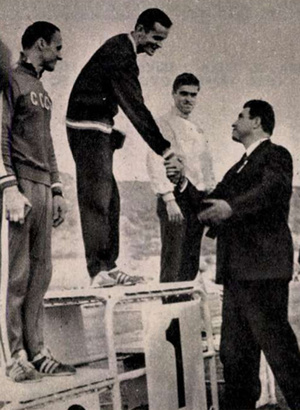 Megszokott kép a világbajnokságról: ötödször is első Balczó András! Pajtás, 1969.10.09. / Arcanum adatbázisa