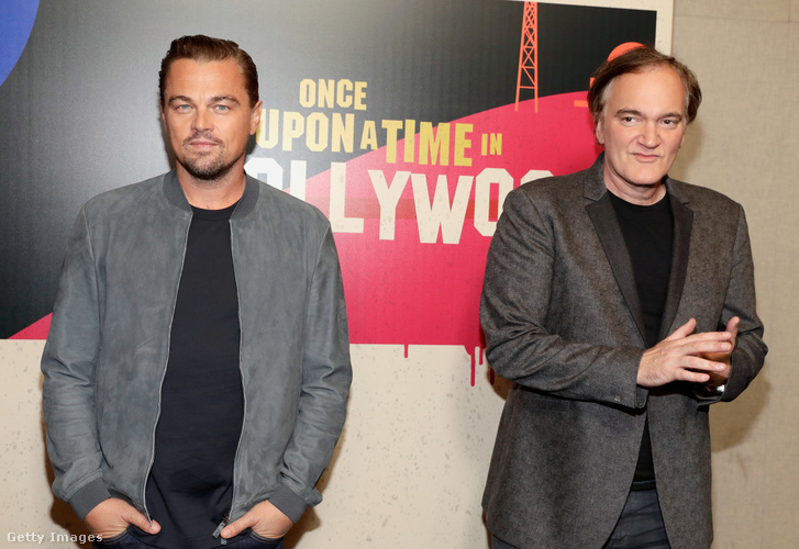 Leonardo DiCaprio (B) és a rendező Quentin Tarantino részt vesznek a CinemaCon 2018 gála nyitóestjén