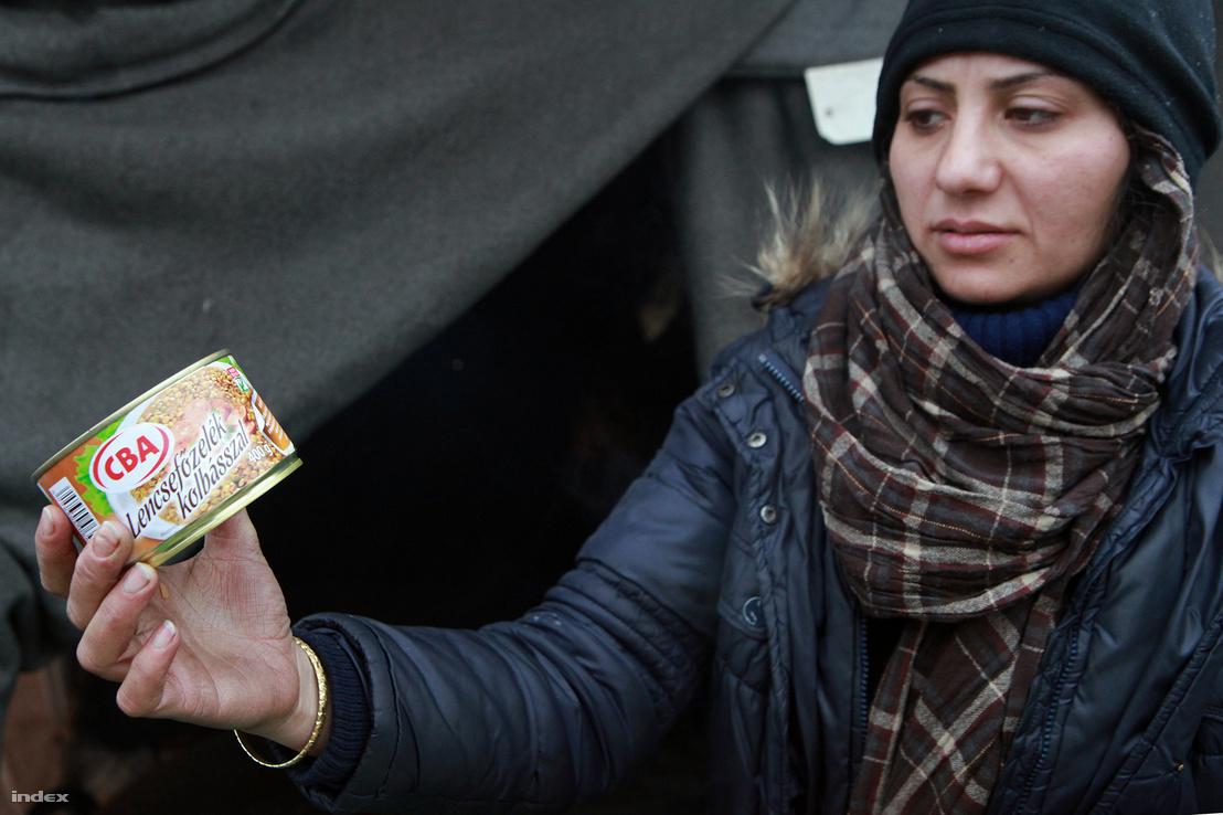 Menekült nő Röszkénél 2016 decemberében